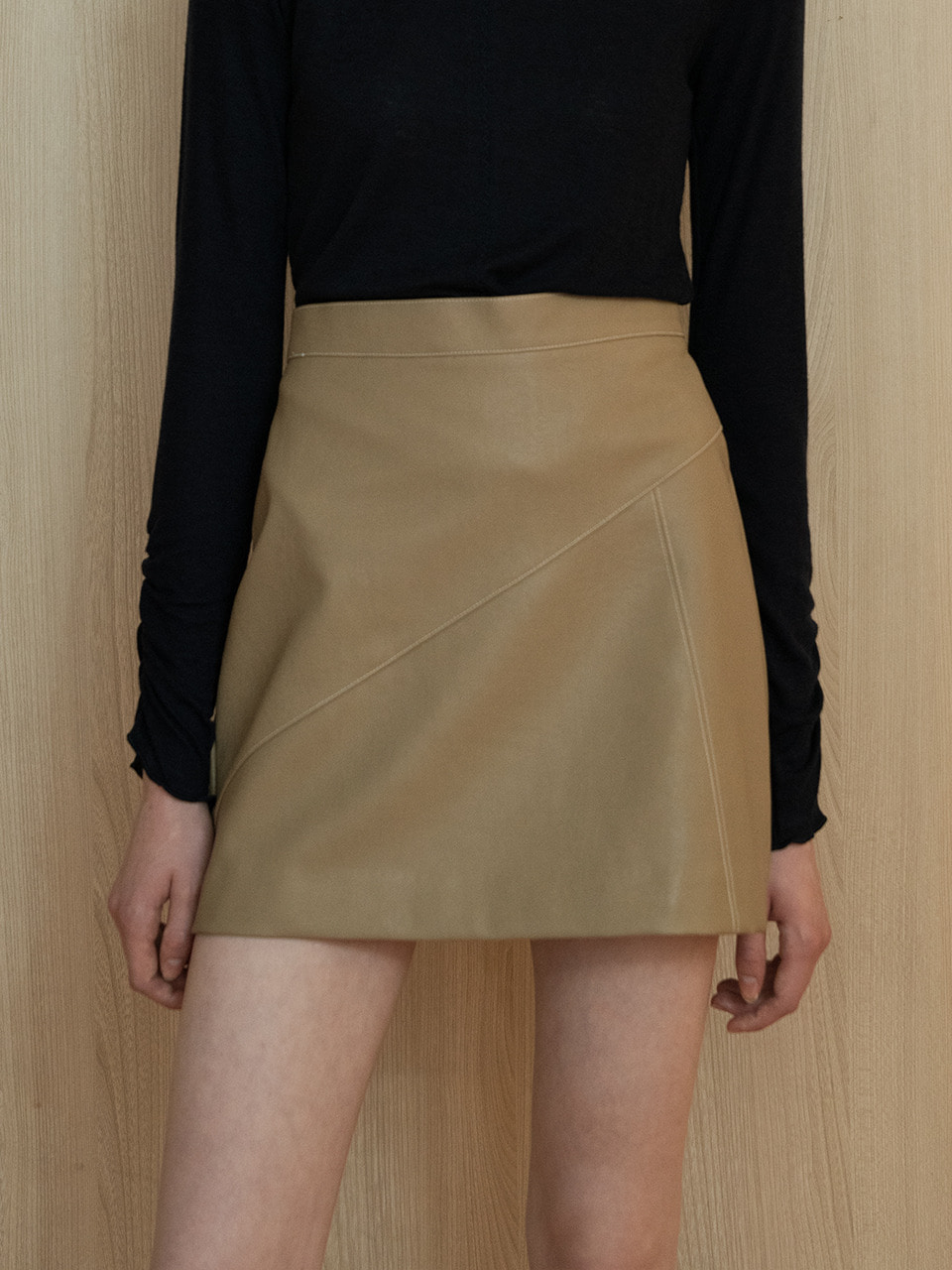 comos'220 leather stitch skirt (beige)
